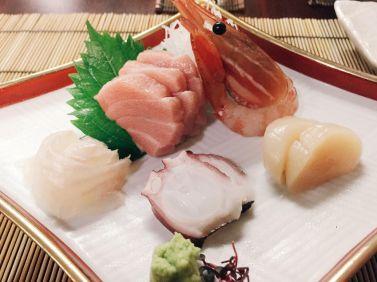 5 kinds of sashimi (Source: miccadj)